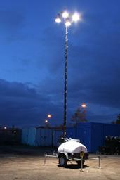 Apšvietimo įranga su generatorium,  4 X 150W, 9m